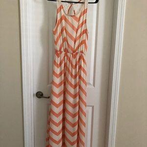 Dresses & Skirts - Super cute and flirty peach dress